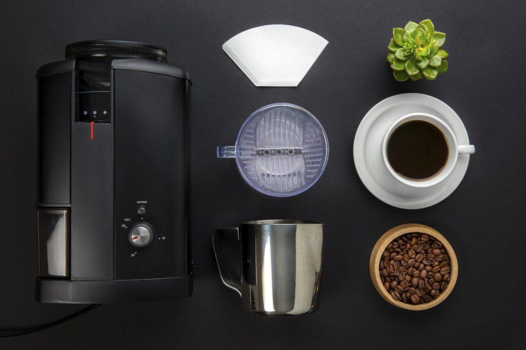 Parzenie kawy w ekspresie przelewowym